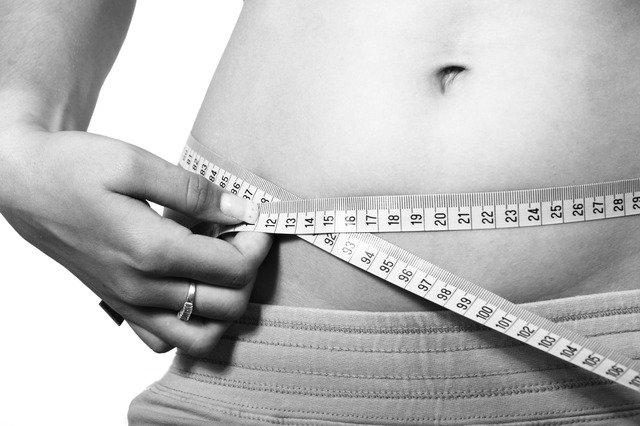 image du ventre d'une femme qui souhaite perdre du poids